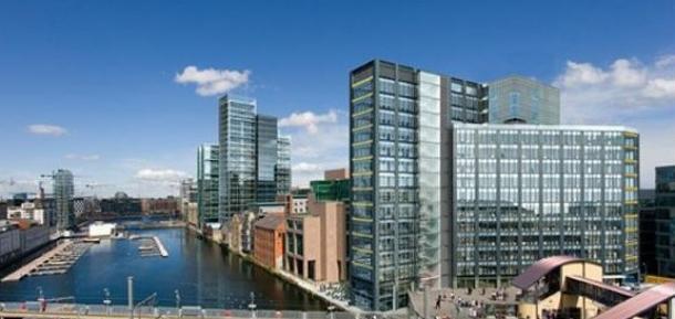 """""""montevetro building"""" é o edifício mais alto de dublin, na irlanda"""