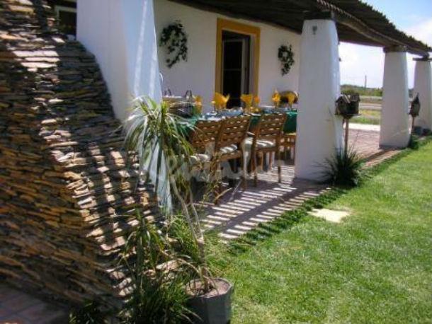 esta quinta transformada em turismo rural tem três casas, piscina e jacuzzi