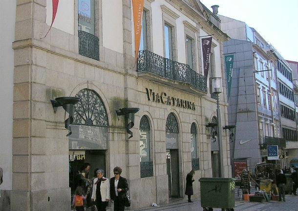 o centro comercial via catarina, no porto, foi inaugurado em 1996