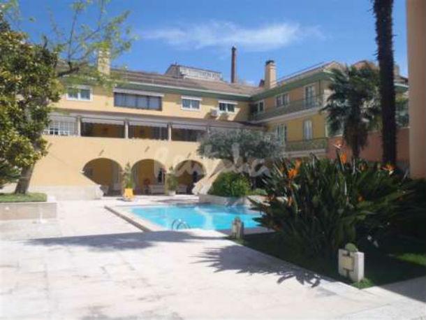 o apartamento príncipe real e a bairro alto house estão localizados no mesmo condomínio