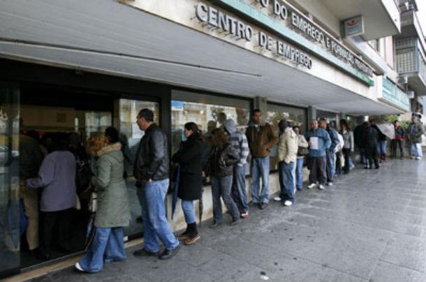 desemprego nao pára de aumentar e afecta mais os homens que as mulheres