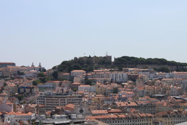 as rendas no castelo, uma zona histórica de lisboa, estão avaliadas em 11,6 euros por m2