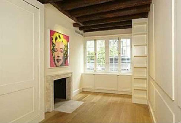 a casa tem 2,9 metros de largura e uma área total de 92 m2