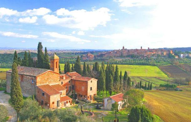 o hotel está situado no coração da toscana, na província de siena, itália