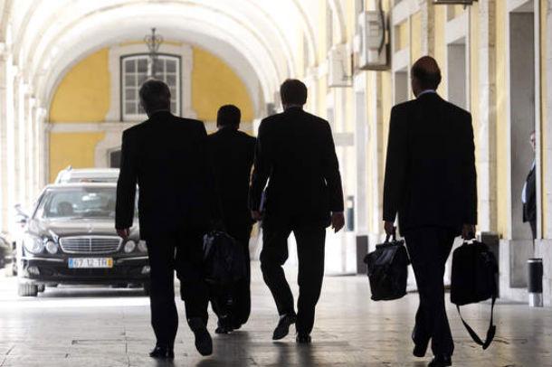 em jogo estão quatro mil milhões de euros correspondentes à quinta tranche do empréstimo ao país