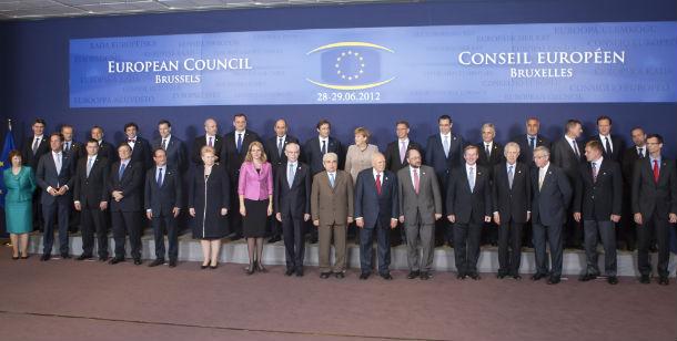 cimeira de líderes da zona euro prossegue esta sexta-feira em bruxelas