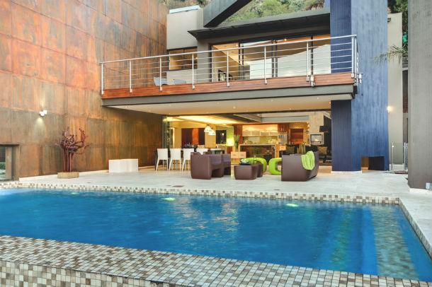 casas de sonho: paraíso na áfrica do sul com uma cascata na piscina (fotos)