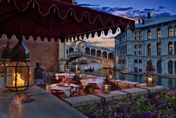 o terraço do hotel é um dos lugares de visita obrigatória
