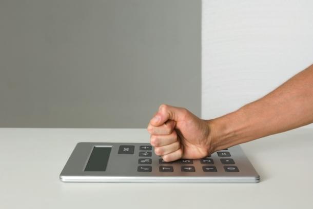 para atingir o tecto máximo de deduções de 250 euros no irs é preciso reunir facturas de 2.280 euros mensais