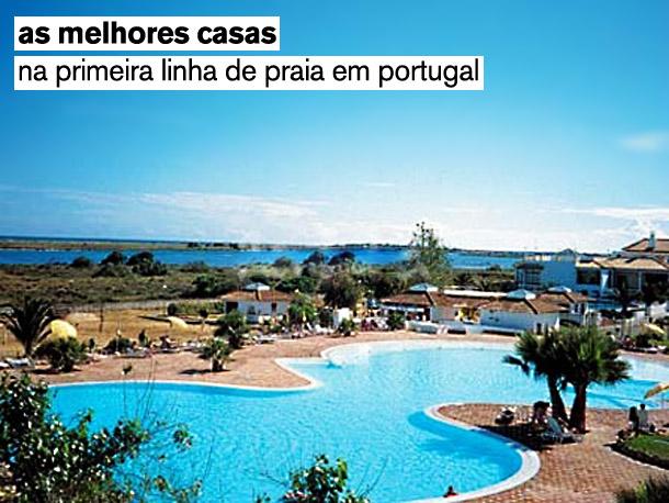 As casas estão todas localizadas junto ao mar