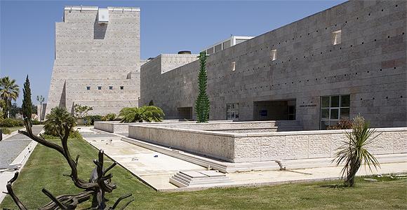 museu colecção berardo, no ccb, abriu ontem a primeira exposição da trienal
