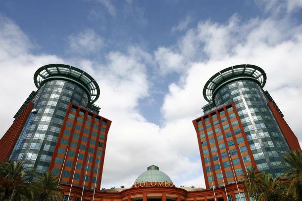 as torres ocidente e oriente situam-se no centro comercial colombo (foto: www.torreocidente.pt)