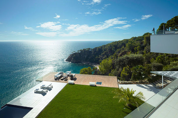 a casa está localizada em tossa de mar, na província de girona, catalunha
