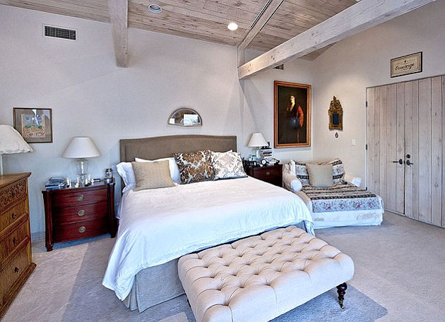 Robbie Williams Puts Beverly Hills Mansion Complete With Football Pitch On  The Market For $3.6million (Mailonline)