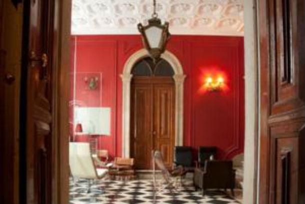 o hostel está localizado num antigo palacete do príncipe real