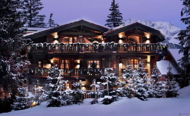 a casa está localizada em courchevel, na saboia (alpes franceses)