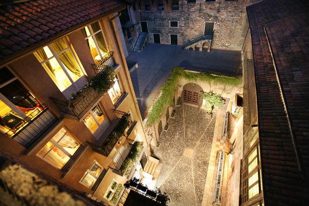 o hotel encontra-se situado em verona, itália