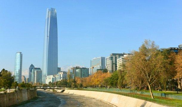 O edifício mais alto da América Latina encontra-se no Chile: a Gran Torre Santiago (300 metros).