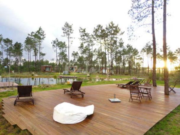 o bungalow de requinte está localizado numa herdade com 70 hectares
