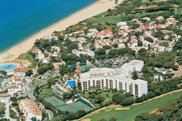 vista aérea do hotel dona filipa, em vale de lobo, do qual mohamed jaber é proprietário