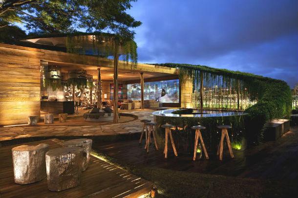 a casa tem 207 m2 e foi construída com madeira reciclada