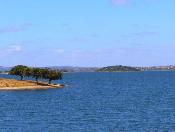 grupo sip turismo ia construir o empreendimento turístico roncão d'el rei, nas margens do alqueva