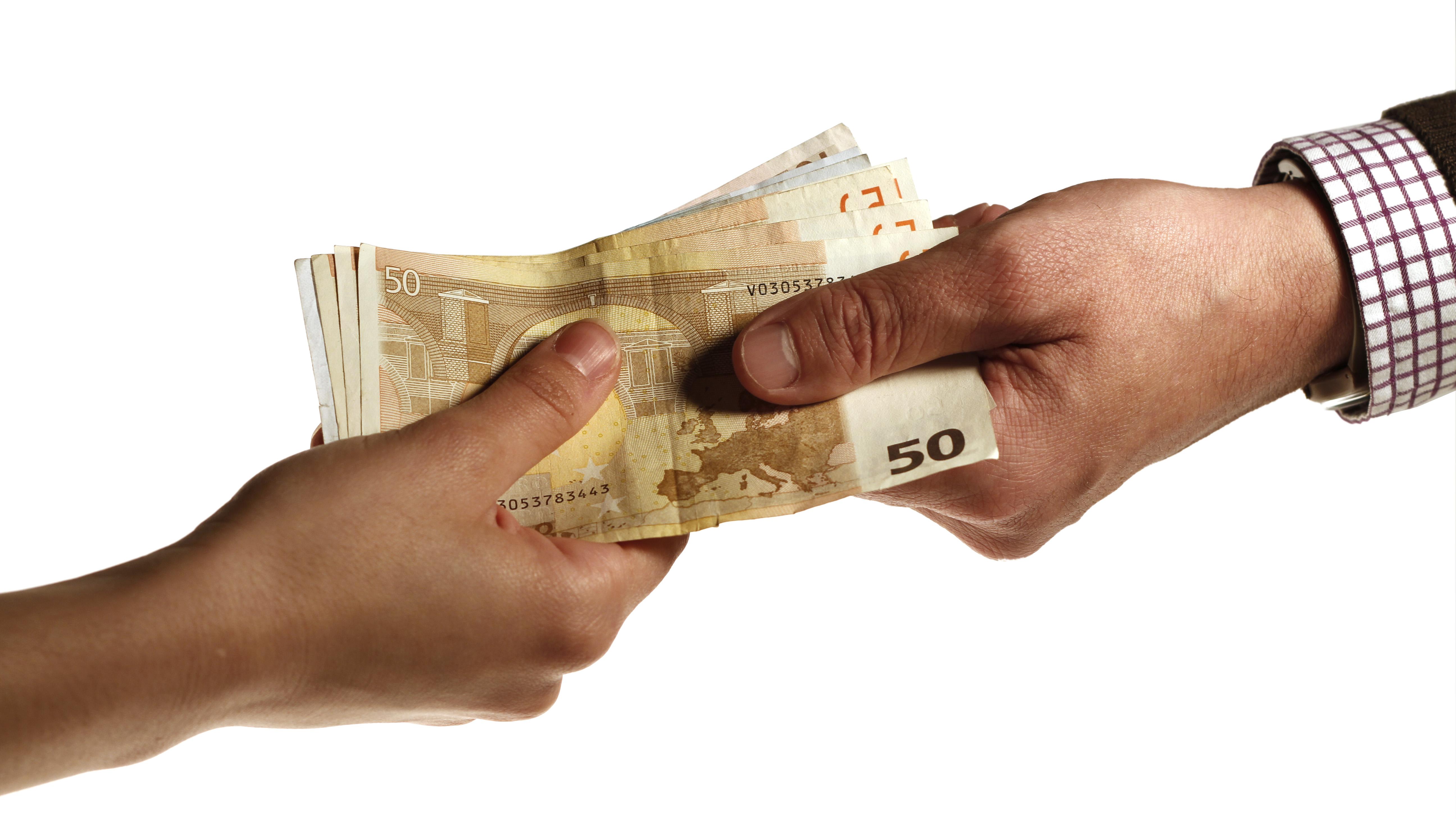 crise financeira e mais impostos são factores que fazem aumentar vendas e serviços sem facturas