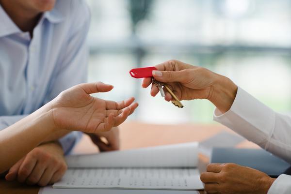no primeiro trimestre de 2013 foram entregues 639 casas em dação em pagamento aos bancos
