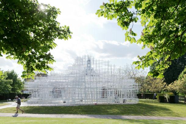 o novo pavilhão da serpentine gallery foi desenhado pelo arquitecto japonês sou fujimoto