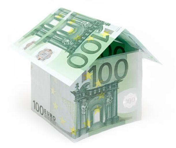 no prazo a seis meses, referência para os créditos à habitação, a taxa manteve-se nos 0,405%