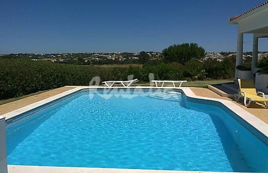 Casas de fim de semana piscina e barbecue a poucos metros for Piscina 100 metros portugal