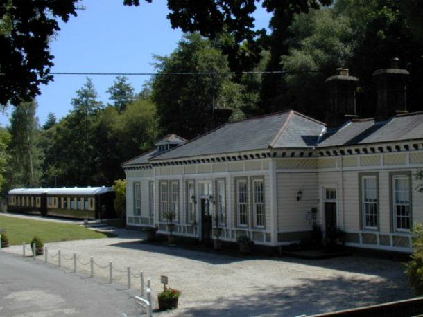 o hotel está localizado em petworth e dispõe de dez quartos (oito nas carruagens)