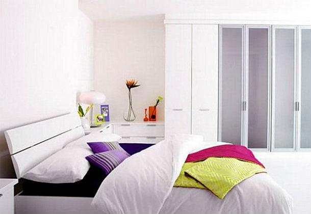 a cor das paredes deve ter tons claros e a cama não deve ser muito alta