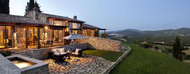 o hotel tem 42 suites e está localizado na cidade de siena