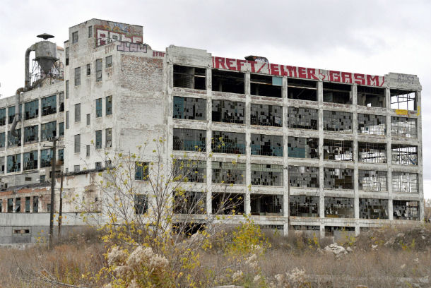 em detroit existem 78 mil edifícios vazios, 38 mil dos quais considerados em perigo