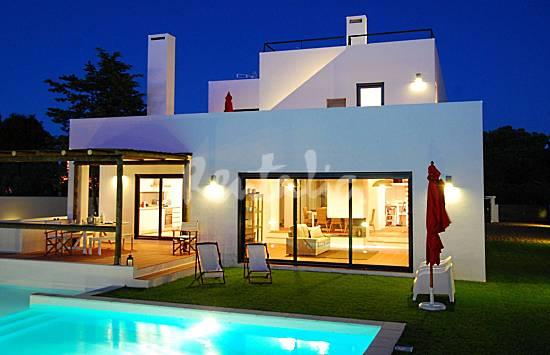 Casas de fim de semana casa moderna com piscina e jardim for Casa moderna l