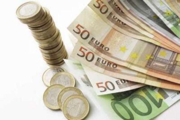 em janeiro levantaram-se 2.073 milhões de euros, menos 468,1 milhões que em dezembro