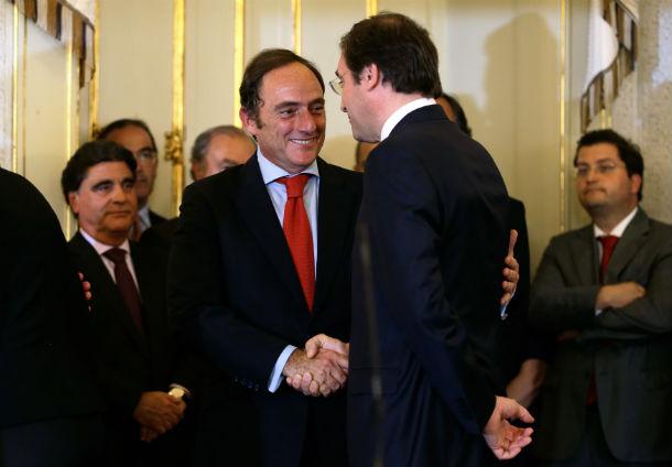 paulo portas e passos coelho vão reunir-se com troika mais intensamente após as autárquicas