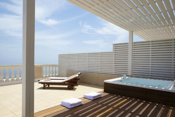 O hotel está localizado num lugar idílico e tranquilo