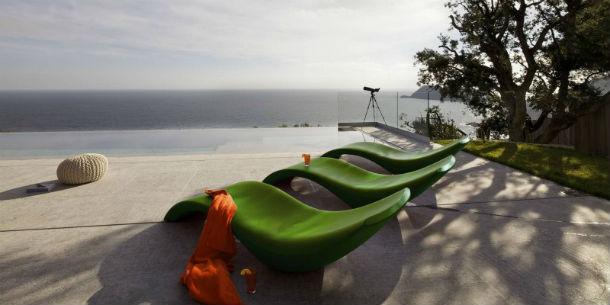 A mansão tem vista privilegiada para o mar e foi desenhada para estar conectada com a natureza