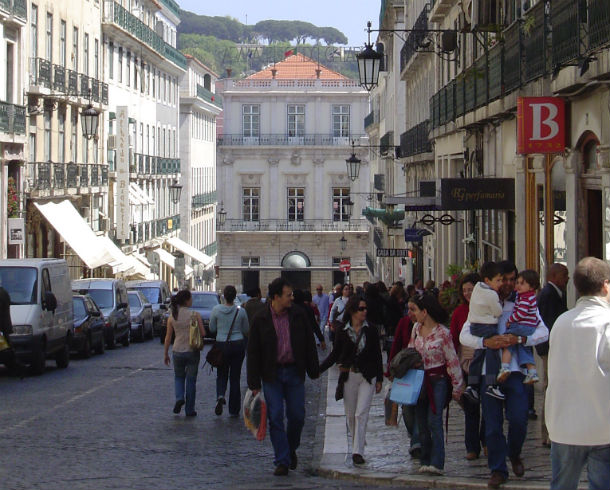 """chiado é considerada uma zona mais """"trendy"""" (na moda) que a avenida da liberdade"""