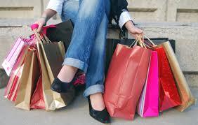 muitas pessoas cortaram nas compras de natal e esperam agora pelos saldos