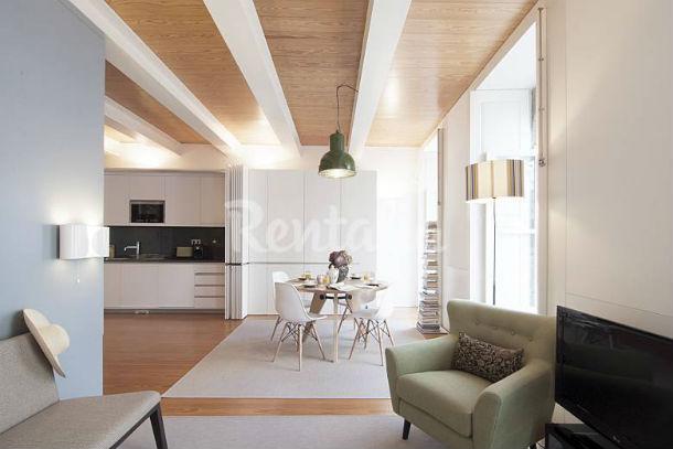 Em causa estão apartamentos reabilitados com vista para o mar e repletos de design.