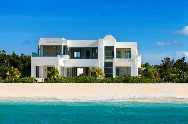 Esta fantástica mansão de estilo contemporâneo está localizada na ilha de Anguila, nas Caraíbas.