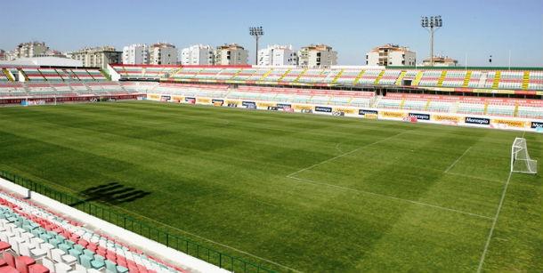 Estádio José Gomes, onde jogava o Estrela da Amadora, que foi declarado insolvente em 2009.