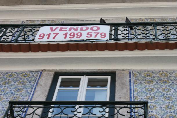 Portugueses estão a vender as casas a preços mais acessíveis.