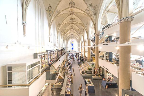 A catedral encontra-se na cidade holandesa de Zwolle.