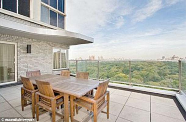 A casa está localizada em Nova Iorque e tem vista para o Central Park.