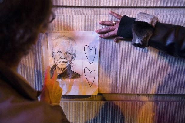As homenagens a Nelson Mandela fazem-se sentir em todas as partes do mundo