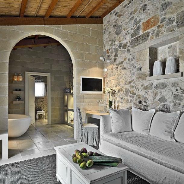 O hotel está localizado em Martano, Itália, e tem três quartos.